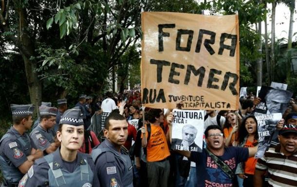 В Бразилии тысячи человек требовали отставки и.о. президента