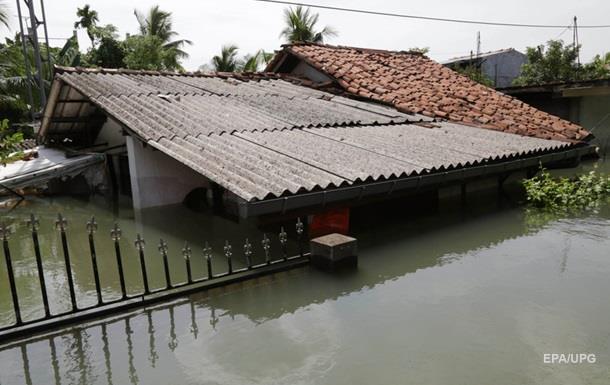 Жертв наводнений в Шри-Ланке уже более ста