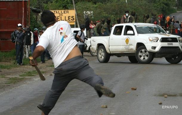 В Мексике произошло столкновение между учителями и полицией