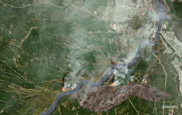 США впервые отправили спасателей на борьбу с лесными пожарами в Канаде