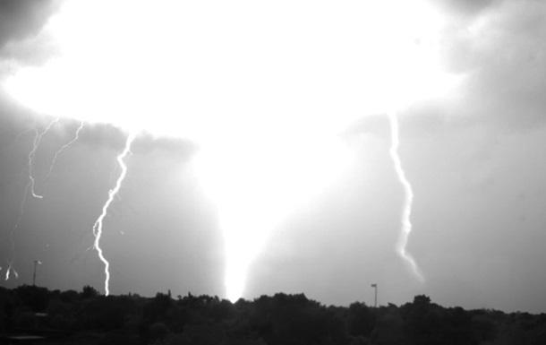 Народження блискавки зняли на унікальну камеру