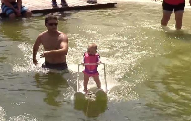Младенец установил рекорд на водных лыжах