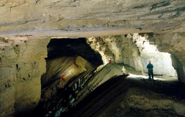 В США туристы попали в ловушку в пещере