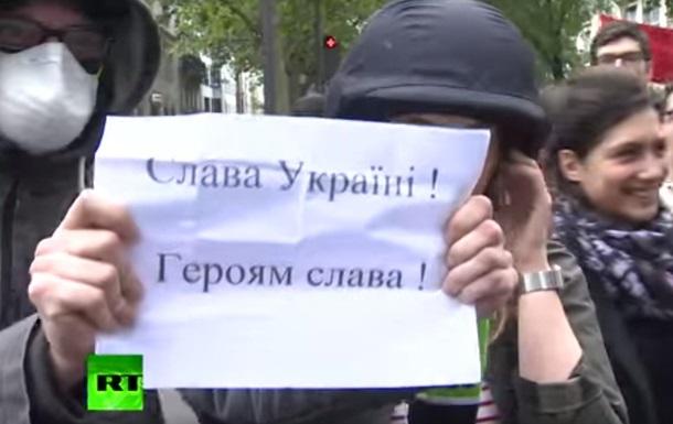 Во Франции плакатом  Слава Украине  сорвали эфир Russia Today