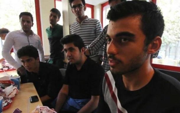 Иранских студентов  наградили  ударами плетью за празднование выпускного