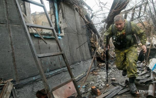 На Донбассе бои по всей линии фронта