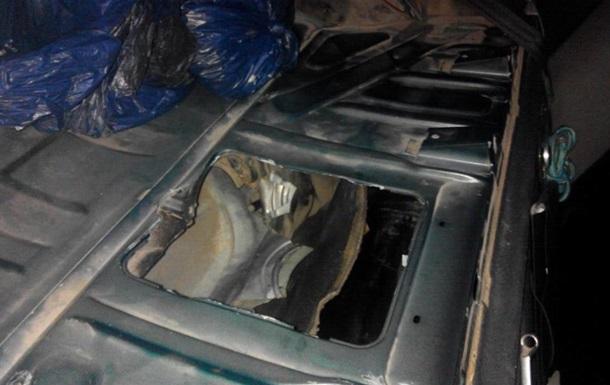 Украинец пытался вывезти в Польшу янтарь в бензобаке