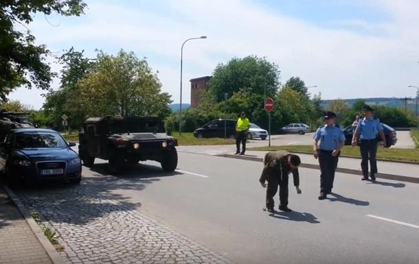 Чешский ветеран снял штаны перед военными США