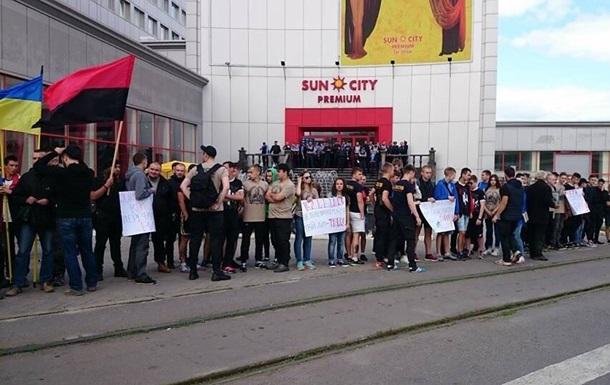 В Харькове Азов и ПС блокировали здание из-за Клименко