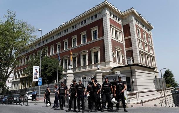 Генконсульство Германии в Стамбуле оцепила полиция