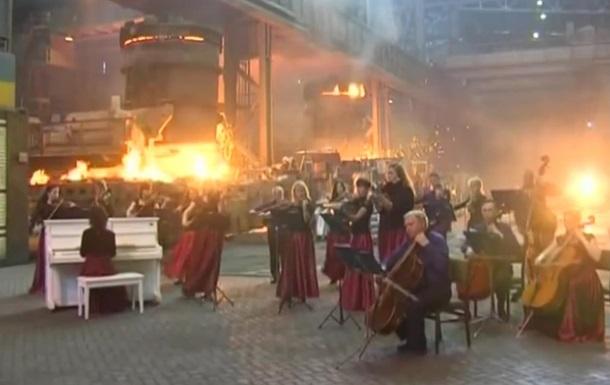Тему  Игры престолов  сыграли на заводе в Мариуполе