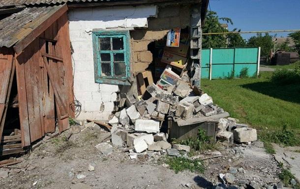 Обстрел Николаевки на Донбассе: фото последствий