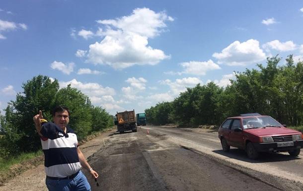 Саакашвили переносит кабинет в палатку на трассе