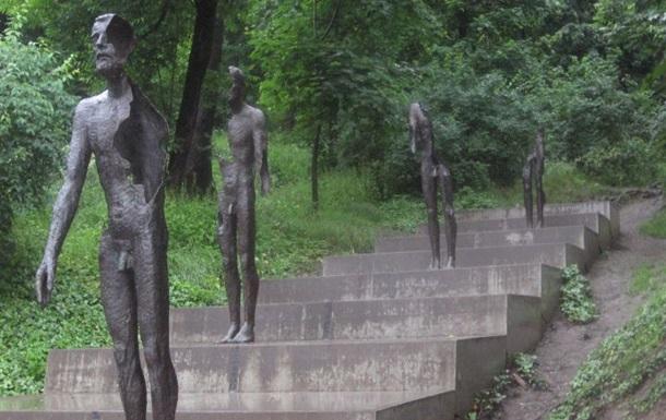В Праге повредили памятник жертвам коммунизма