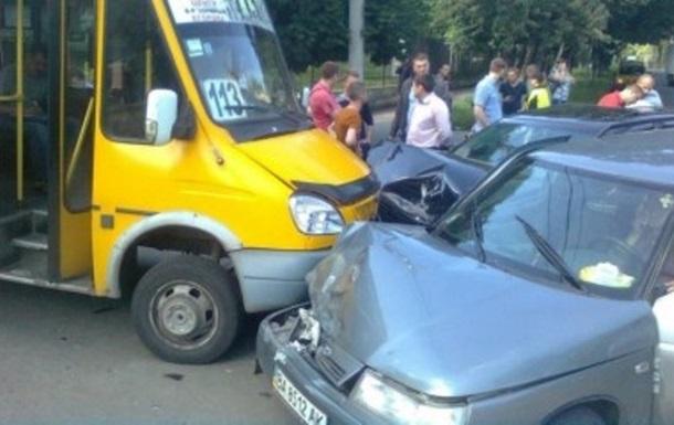 У Кіровограді зіткнулися чотири авто: є постраждалі