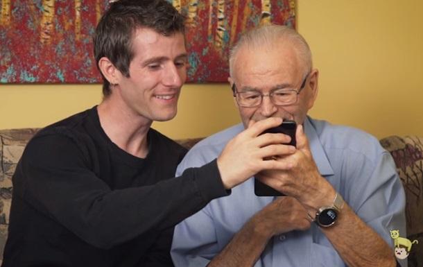 Внук показал деду виртуальную реальность. Видеохит