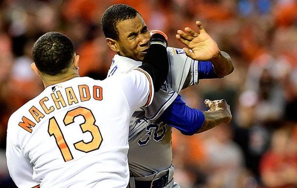 MLB. Драка между игроками Балтимора и Канзаса