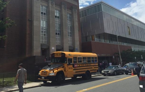 Стрельба возле школы в США: есть жертвы