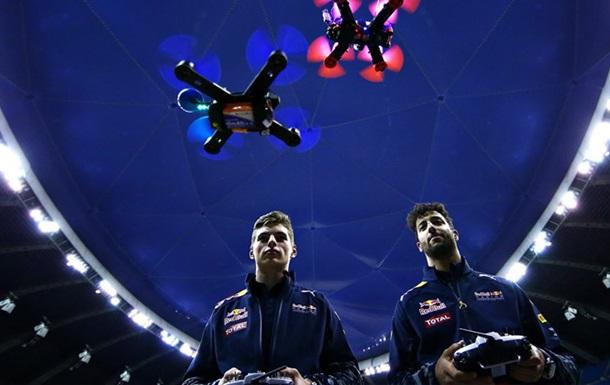 Звезды Ф1 Риккьярдо и Ферстаппен устроили гонки на  дронах