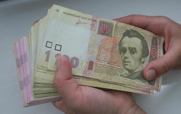 Медведчук считает дикостью высокие зарплаты чиновников
