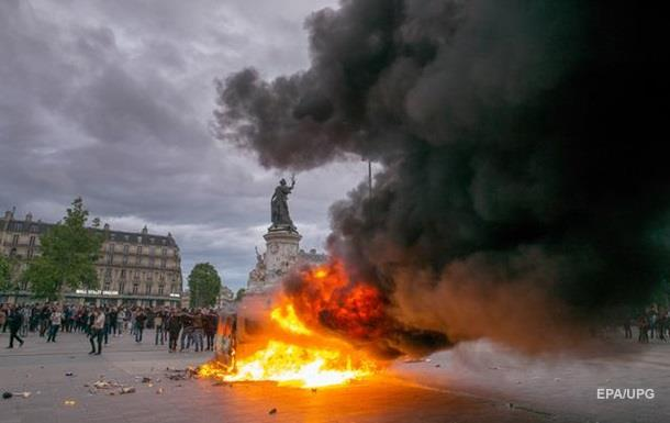 Стычки с полицией в Париже: пострадали 40 человек