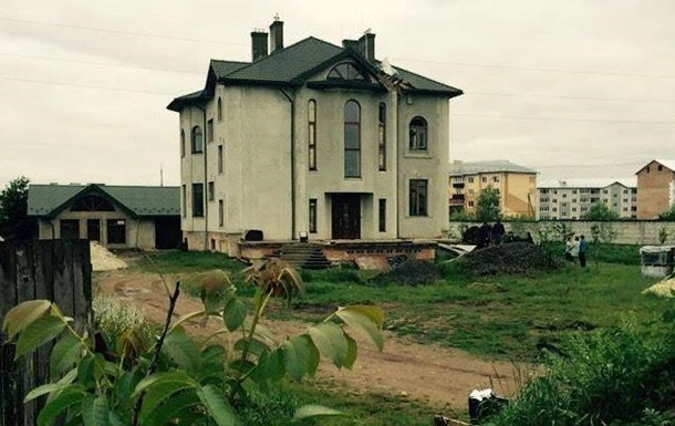 Дом тещи заместителя прокурора Львовской области обстреляли изгранатомета