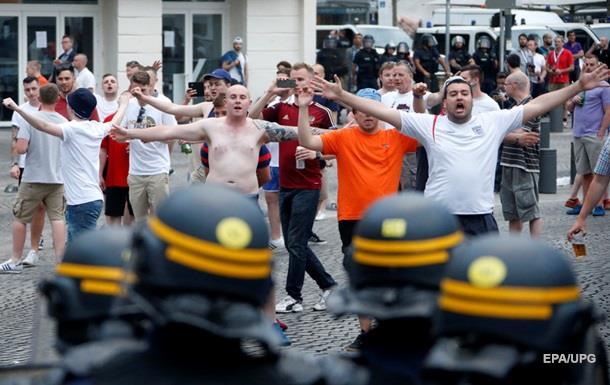 Полиция разогнала английских болельщиков в Лилле