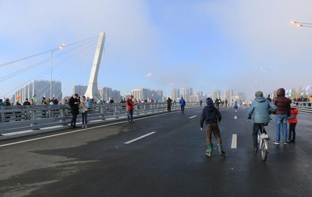 В Петербурге, несмотря на протесты, появился мост имени Кадырова