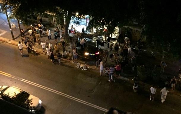 Автомобіль врізався в ресторан у центрі Тель-Авіва