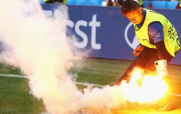 Вболівальник сховав фаєр в задньому проході і випадково запалив його