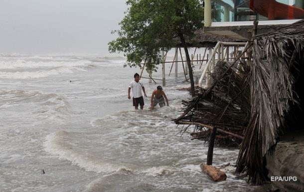 В Мексике объявлена тревога из-за шторма  Даниэль