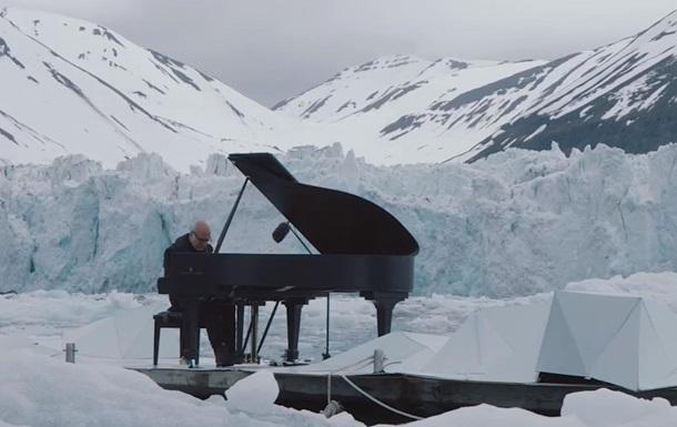 Известный пианист сыграл среди льдов Арктики