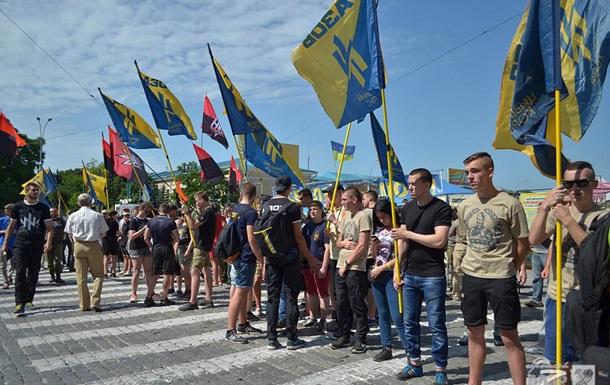 В Харькове Азов и ОУН пикетируют облсовет