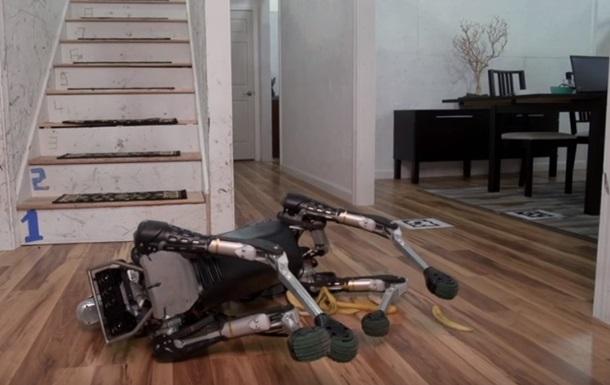 Понад мільйон переглядів в мережі за одну добу: робот послизнувся на банановій шкірці (відео)