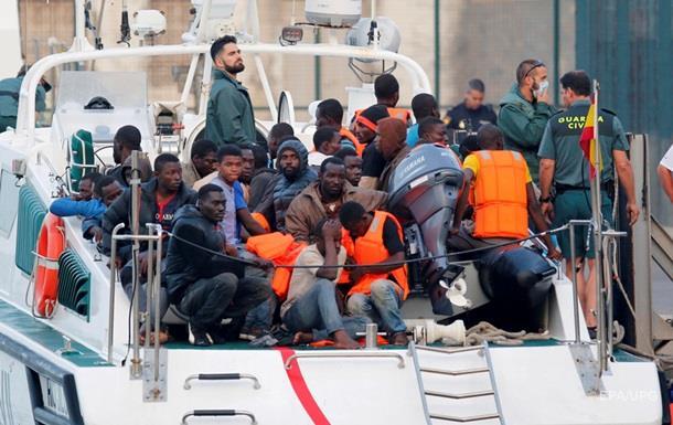У берегов Италии спасли две тысячи беженцев