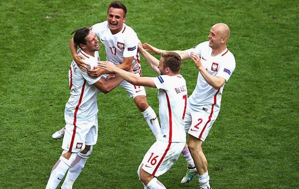 Польша в серии пенальти проходит Швейцарию