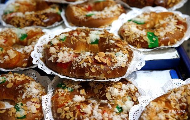 На Тернопольщине десять человек отравились тортами