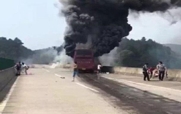 В Китае более 30 человек погибли при пожаре в автобусе