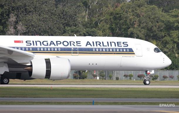 В Сингапуре при экстренной посадке загорелся самолет