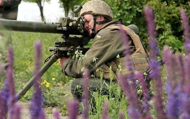 Сутки в Донбассе: обстрелы из ПТРК и минометов