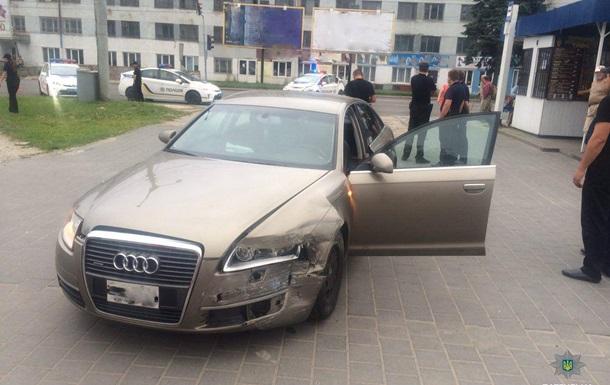 Во Львове пьяный водитель протаранил авто полиции