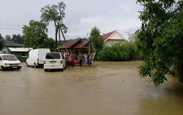 Непогода на Закарпатье: подтоплены десятки домов