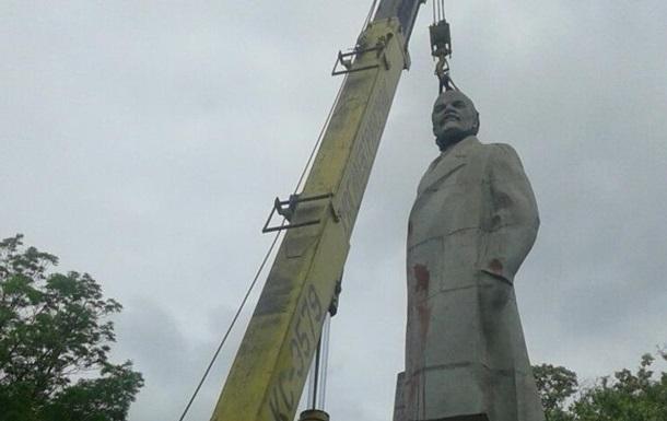 В Україні знесли вже половину пам ятників Леніну