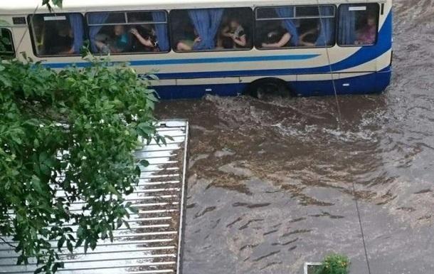 Сильный ливень затопил Днепр