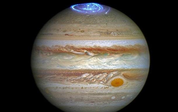 Телескоп Hubble снял полярное сияние на Юпитере
