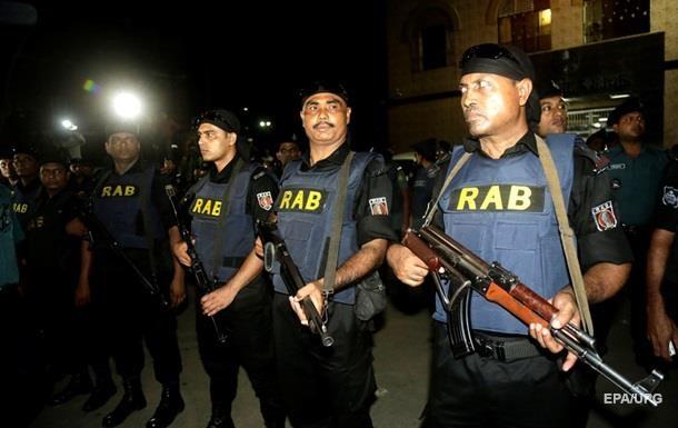 Полиция освободила двух заложников из захваченного ресторана в Бангладеш
