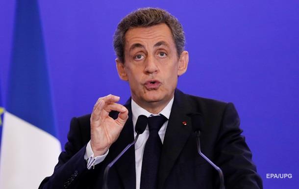 Саркози покидает пост главы  Республиканцев