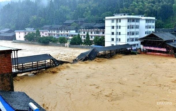 61 человек погиб из-за проливных дождей в Китае