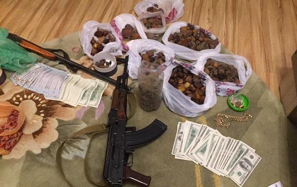 Задержан криминальный авторитет, контролировавший добычу янтаря