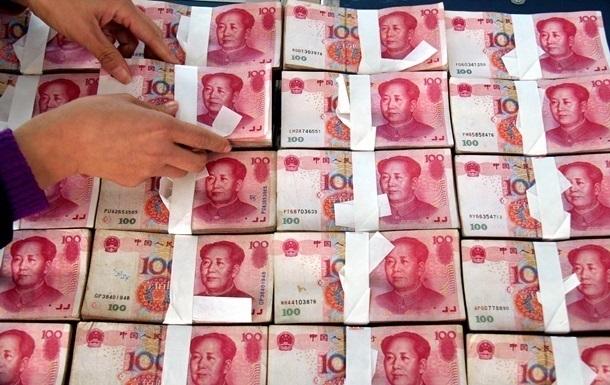 Китай різко знизив курс юаня